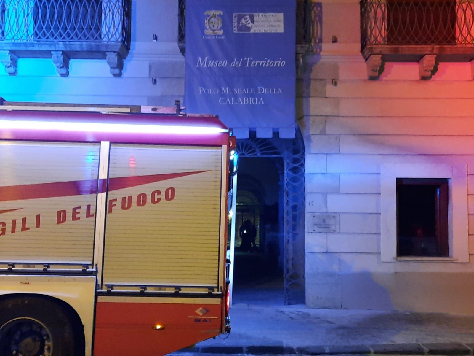Incendio alla biblioteca di Locri, Calabrese: «Non doloso. Supereremo anche questa»