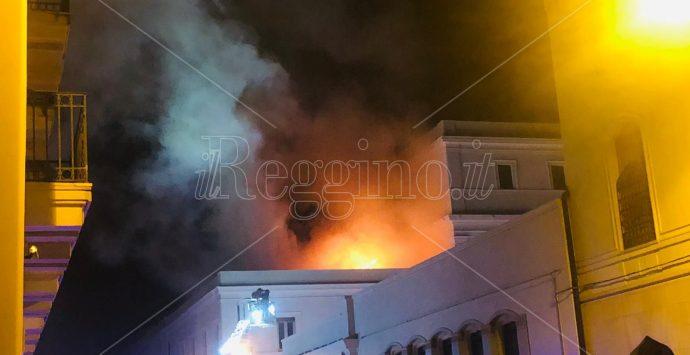 Incendio alla Corte d'Appello di Reggio Calabria. Intervengono i vigili del fuoco