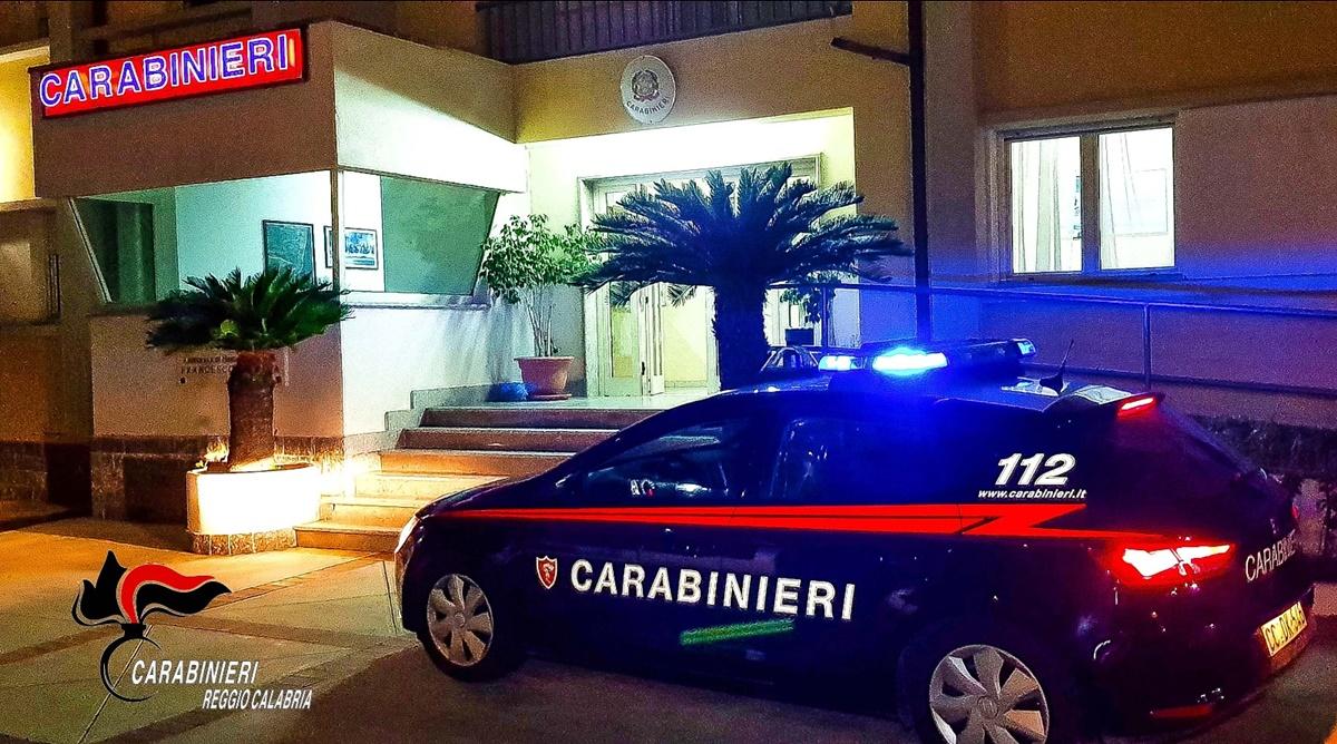 Bova Marina, fermati dai carabinieri con la droga in auto. In due in manette