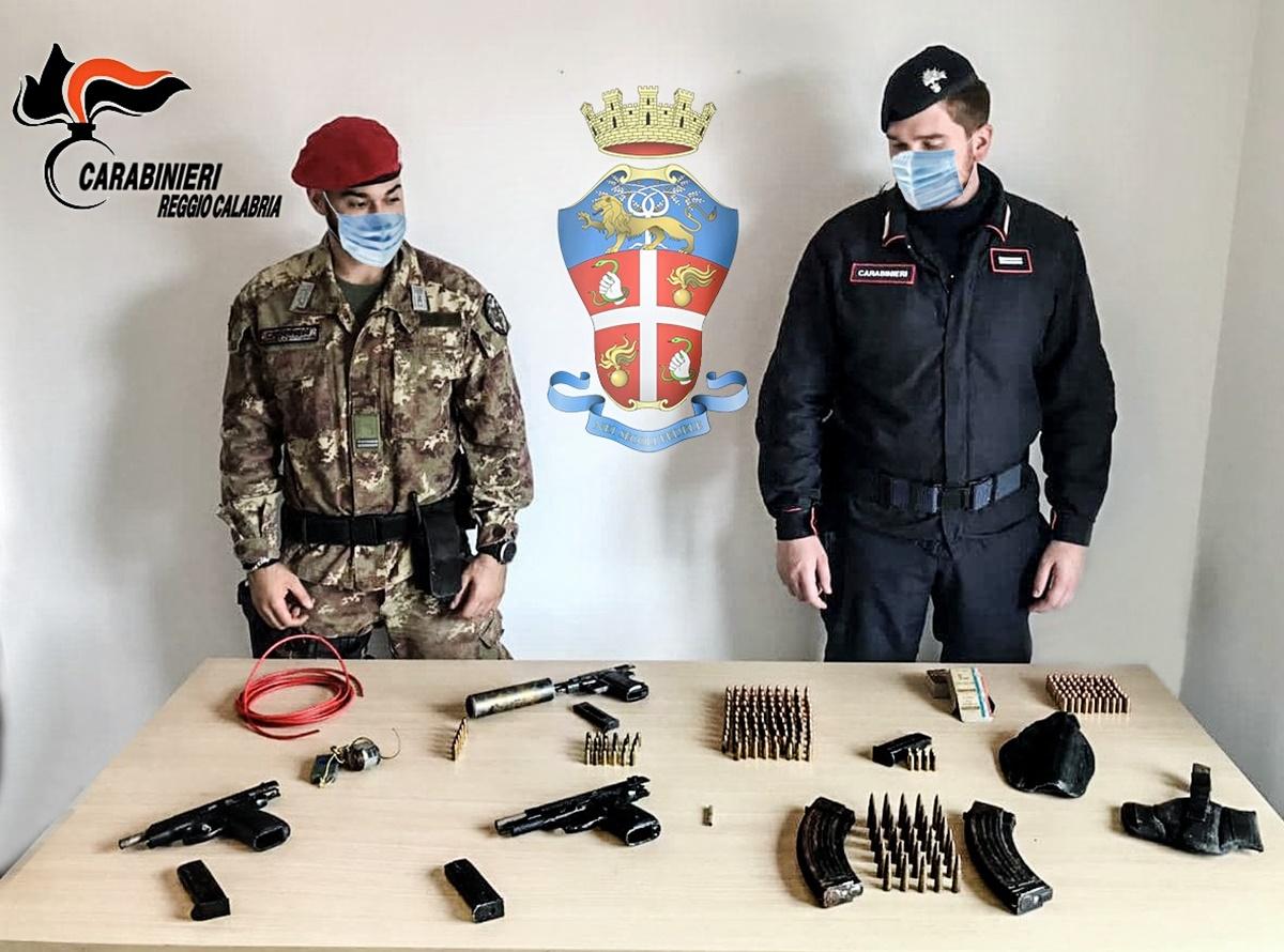 Ciminà, i carabinieri scoprono arsenale nascosto in un terreno demaniale