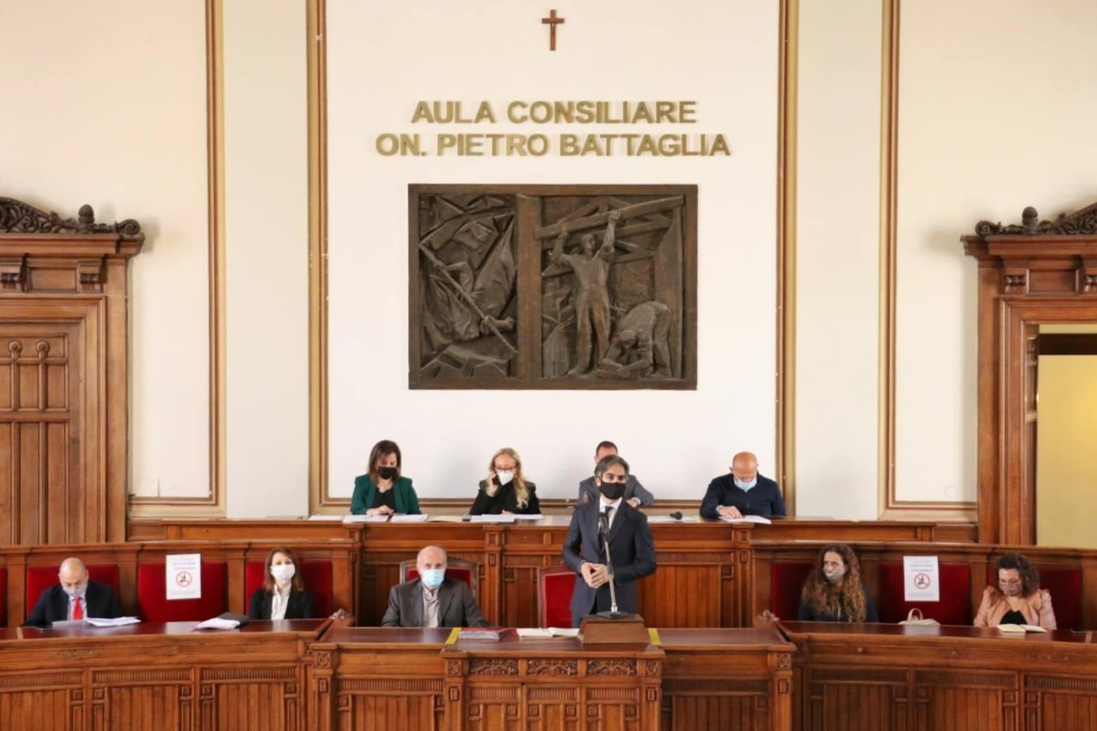 Coronavirus a Reggio Calabria, la maggioranza in Consiglio: «Regione colpevole immobilismo»