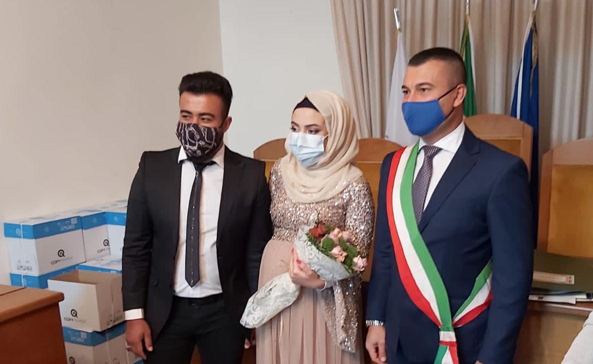 Sant'Ilario dello Jonio, matrimonio civile per Mohya e Qamar, rifugiati siriani