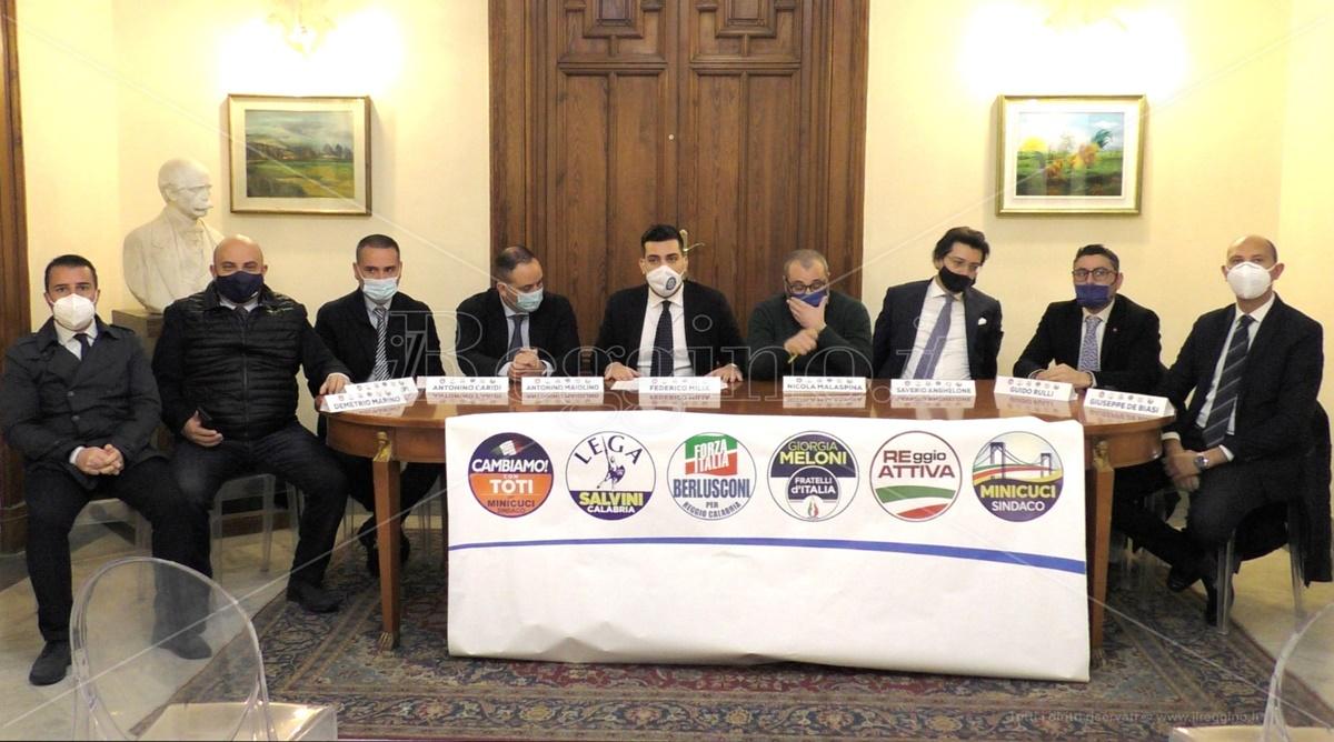 Reggio Calabria, l'opposizione: «Il sindaco dichiari l'emergenza sanitaria per i rifiuti»