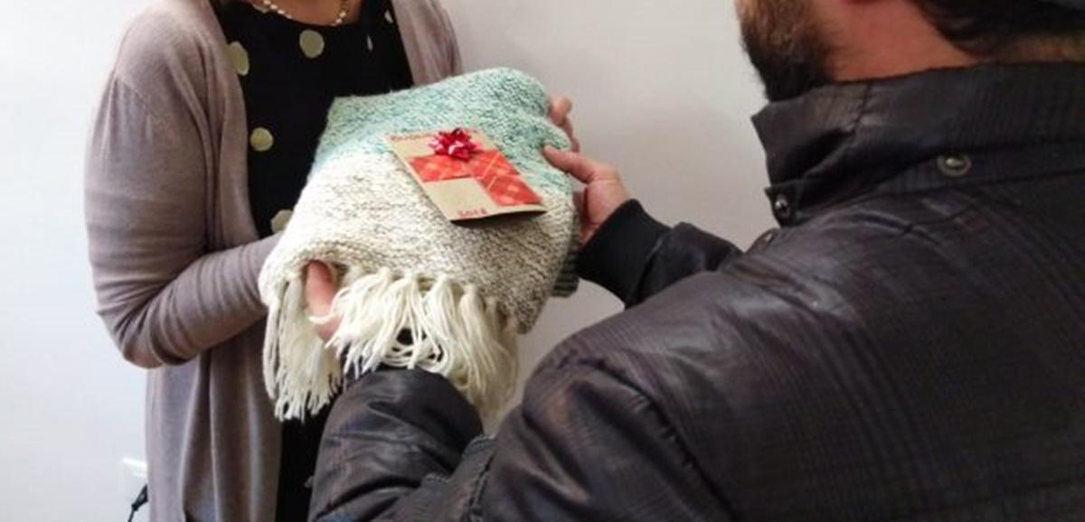 """Reggio Calabria, una sciarpa in dono per la """"Giornata mondiale del povero"""""""
