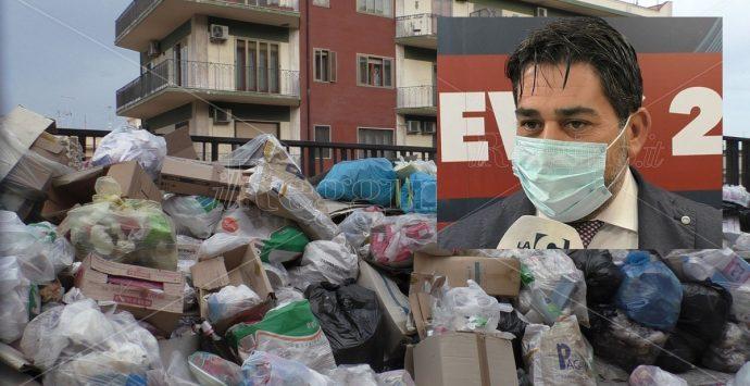 Emergenza rifiuti a Reggio Calabria, ecco perché la città è ancora sommersa dalla spazzatura. Parla Brunetti