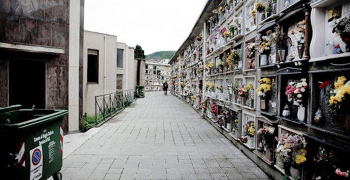 """""""Cemetery boss"""", rinviato a giudizio l'ex responsabile dei cimiteri del Comune di Reggio"""