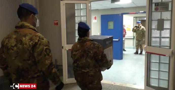 Il vaccino anti-Covid è in Calabria, arrivato stanotte a Lamezia Terme con un volo militare