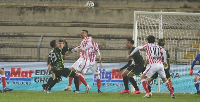 Serie B, la Reggina chiede strada all'Ascoli. Baroni: «Sfida insidiosa»