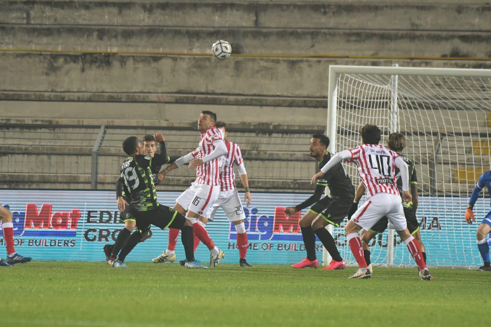 """Serie B, la Reggina sfiora il colpaccio a Vicenza. Al """"Menti"""" finisce 1-1"""