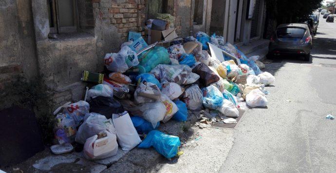 Rifiuti a Reggio, Brunetti: «Lavoriamo per superare l'emergenza»
