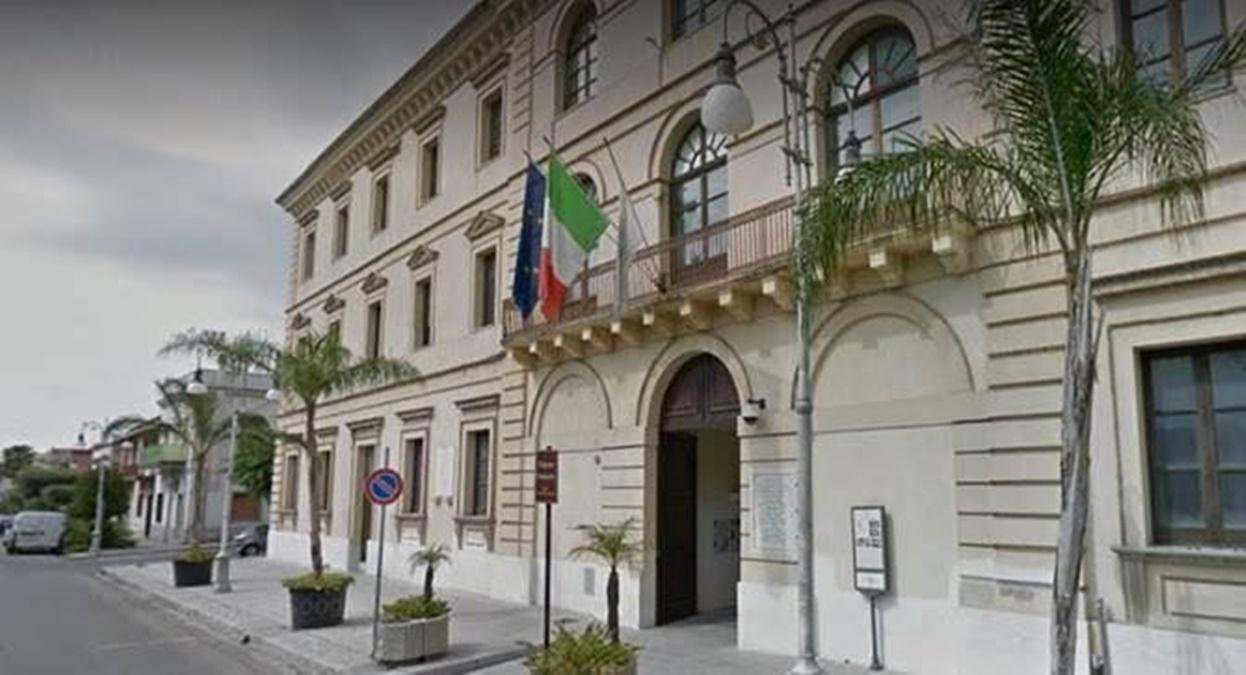 """Fondi povertà, """"Scelgo Locri"""": «Ancora silenzio dal sindaco Calabrese»"""