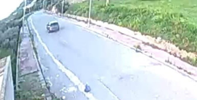 Roccella, abbandona rifiuti in strada per mesi: individuato e sanzionato