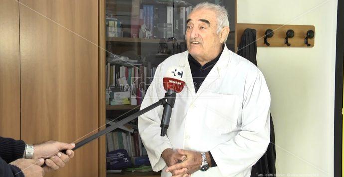 Vaccini anti-Covid, il medico di base: «Over 80 da trattare in strutture dedicate»