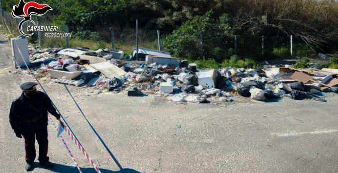 Gioia Tauro, sequestrate quattro discariche abusive in pieno centro cittadino