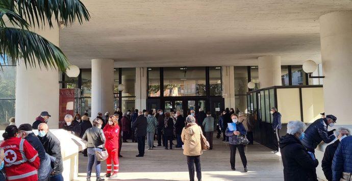 Caos vaccini a Reggio Calabria, insorgono anche i medici di base: «Usati come passacarte»