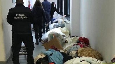 Commercio abusivo in Piazza del Popolo, sequestri della polizia locale
