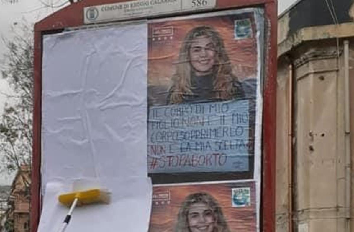 Manifesti aborto, Jineca ed Udi: «Il contenuto visivo e verbale estremamente inquietante»