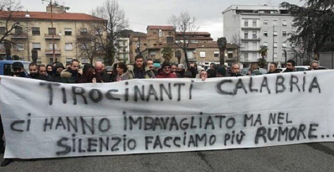 Reggio, protesta dei tirocinanti davanti Palazzo Campanella
