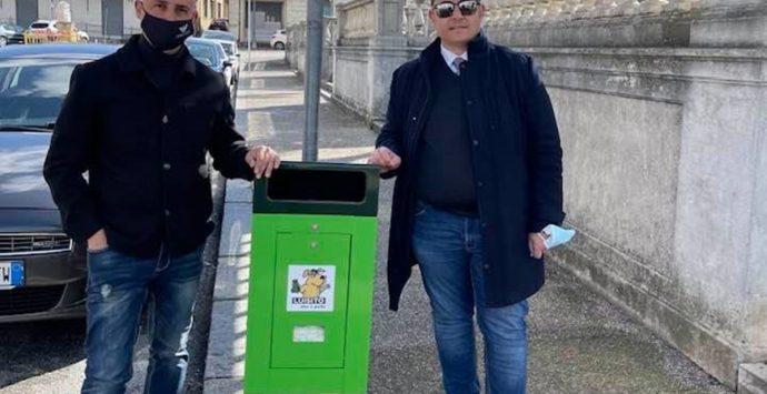Taurianova, installati i primi cestini per raccogliere le deiezioni canine