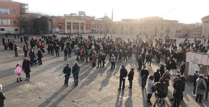 Caos vaccini, Reggio scende in piazza: «Serve piano chiaro e scala di priorità»