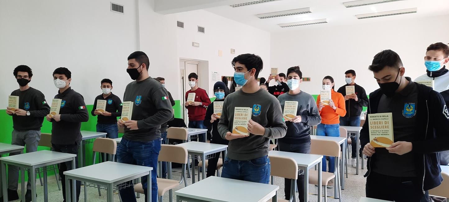 """Giustizia, l'Istituto scolastico """"Augusto Righi"""" adotta il libro """"Liberi di scegliere"""""""