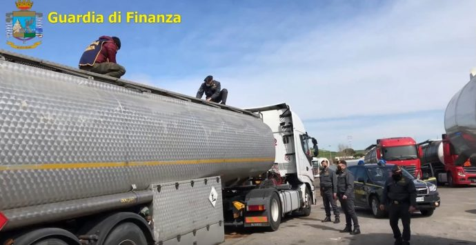 Così la 'Ndrangheta frodava lo Stato per vendere carburante a prezzi stracciati