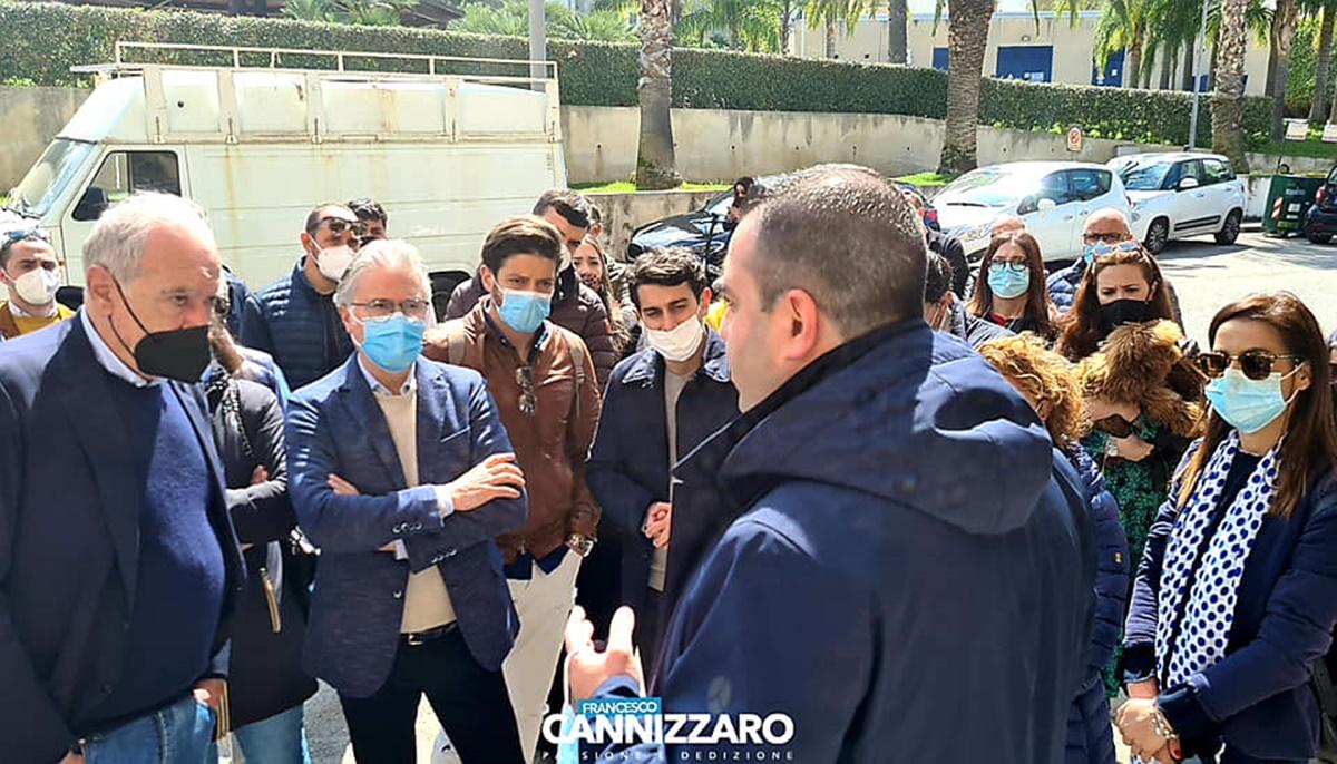 Proteste commercianti, Cannizzaro: «Chiederò il declassamento a zona arancione»