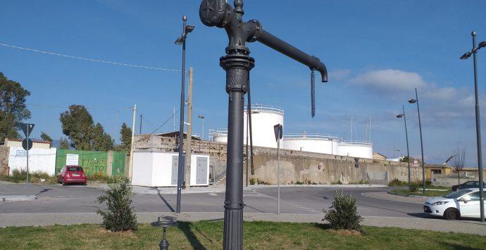 La colonna idraulica dell'ex stazione ferroviaria di Reggio Mare collocata nel Waterfront
