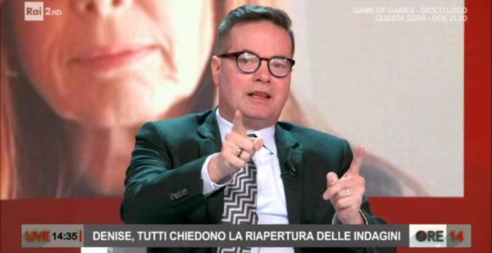 Non c'è pace per Klaus Davi: piovono lastre di marmo nel suo terrazzo a Milano