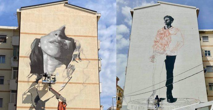 Reggio, proseguono i lavori per i due grandi murales di Largo Botteghelle