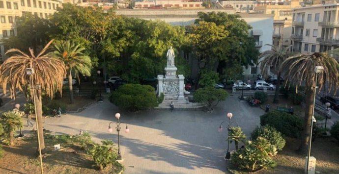 """Piazza de Nava, il """"no"""" del settore ambiente alla proposta della Fondazione Lamberti di pulizie e di piantare bergamotti"""