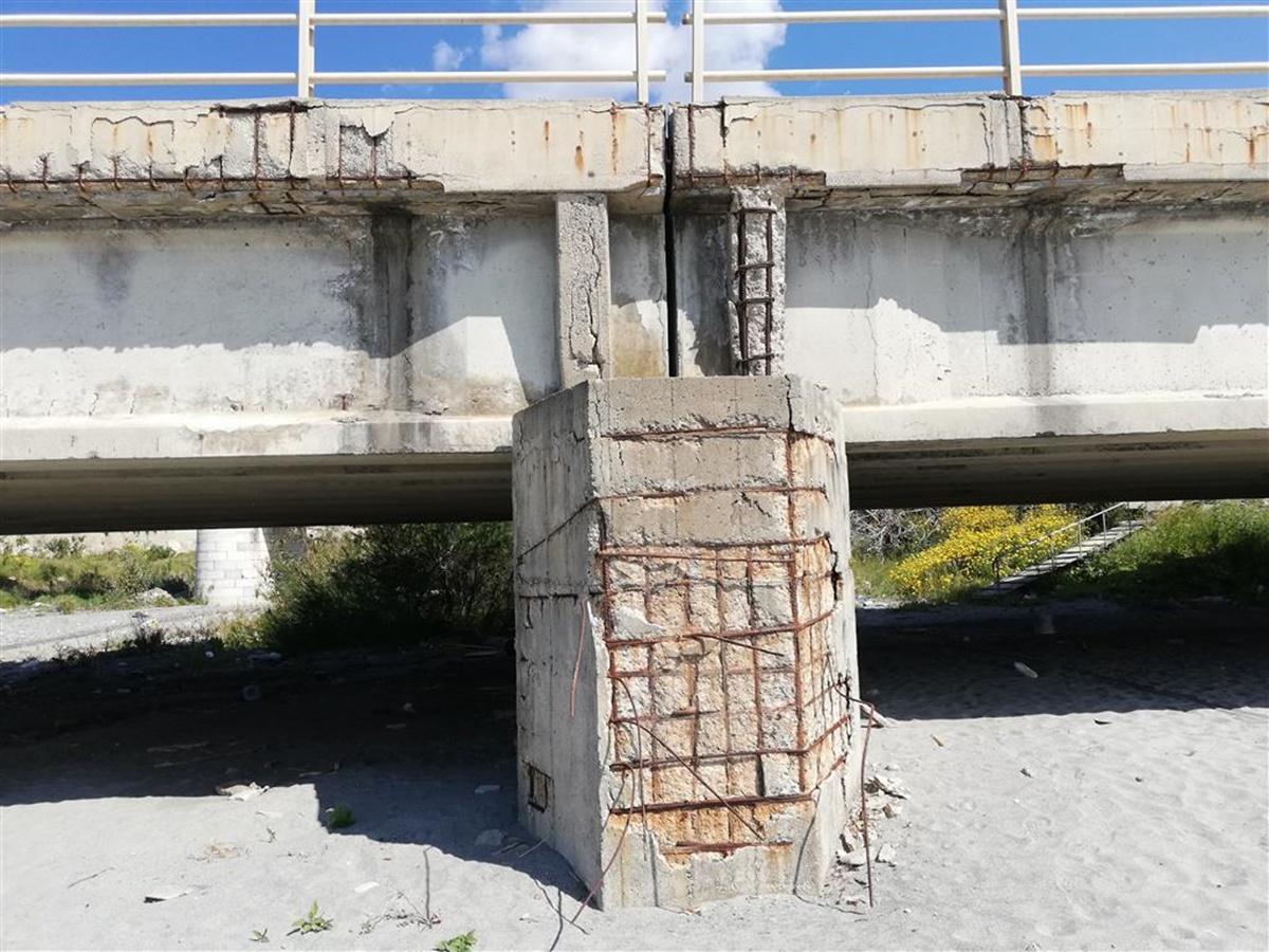 """Ponte ferroviario di Pilati sul torrente """"Tuccio"""" a Melito, Crea: «Servono interventi di risanamento»"""