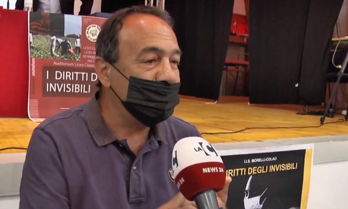 Lucano: «Stop alla fiction Rai su Riace? Non escludo c'entri la 'ndrangheta»