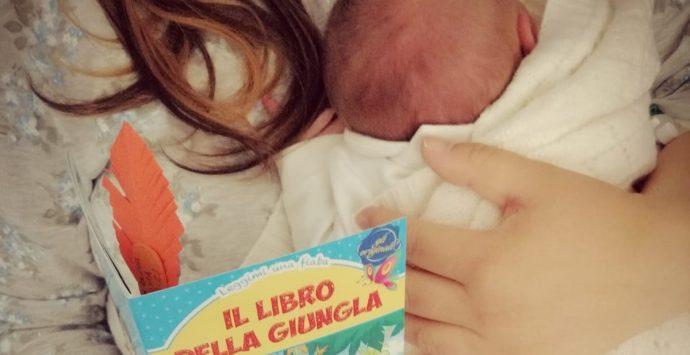 Locri, i libri di favole in dono alla mamme del reparto ginecologia