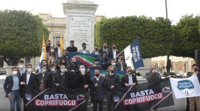 Basta coprifuoco, a Reggio Fratelli d'Italia e Gioventù Nazionale protestano in piazza