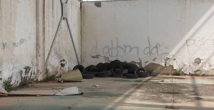 Reggio, ad Arghillà da oltre un decennio l'incompiuta pista di pattinaggio e lo scheletro di una palestra saccheggiata