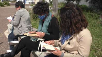 Panchine civili a Reggio, la letteratura e la poesia per rispondere all'intolleranza e alla violenza