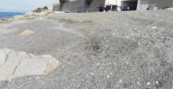 Melito Porto Salvo, Crea: «Massi sulla spiaggia i pescatori professionisti non possono lavorare»