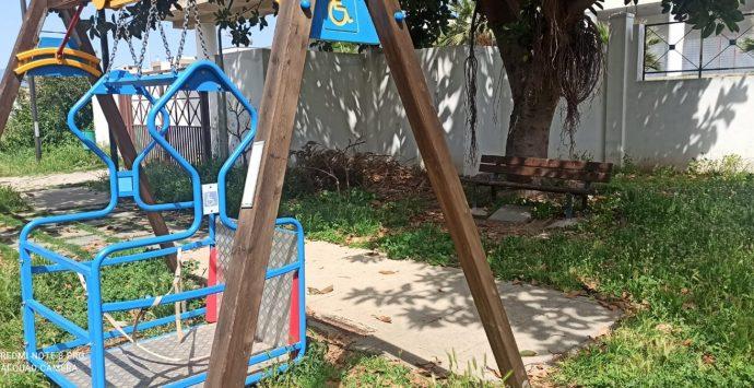 Occhipinti (UpC): «Mettere in sicurezza il parco giochi Cacozza infestato da erbacce e topi»