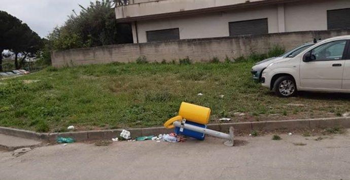Taurianova, cestino dei rifiuti divelto: non sono stati i vandali