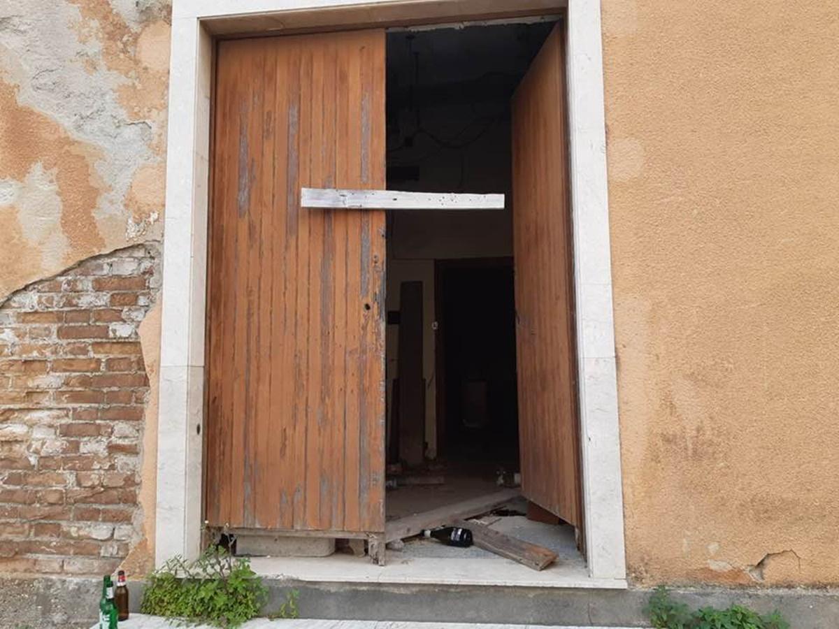 Vandali in azione a Taurianova, Caridi: «Inaccettabile nel 2021»