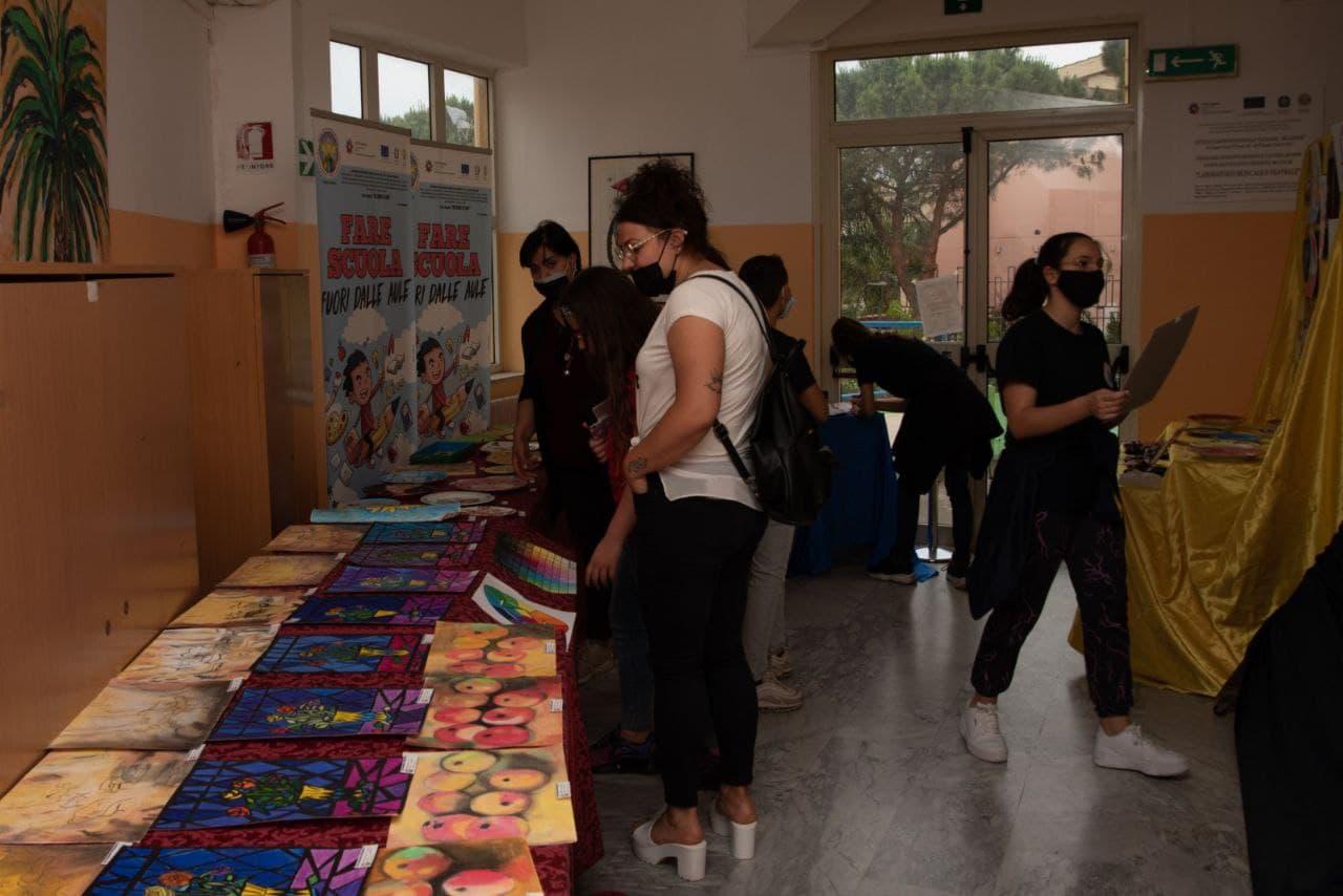 Studenti protagonisti della mostra d'arte e creatività dell'I.C. Catanoso-De Gasperi