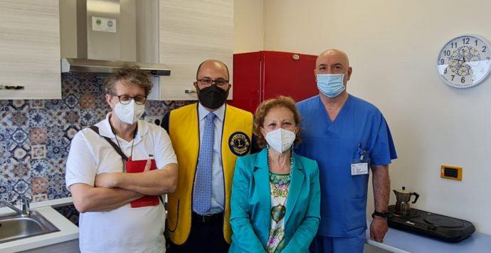 Lions Reggio Host e Soroptimist donano una cucina al reparto di Terapia intensiva del Gom