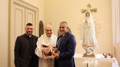 Varapodio, sindaco e parroco a Fatima per sostituire la statua della Madonna distrutta