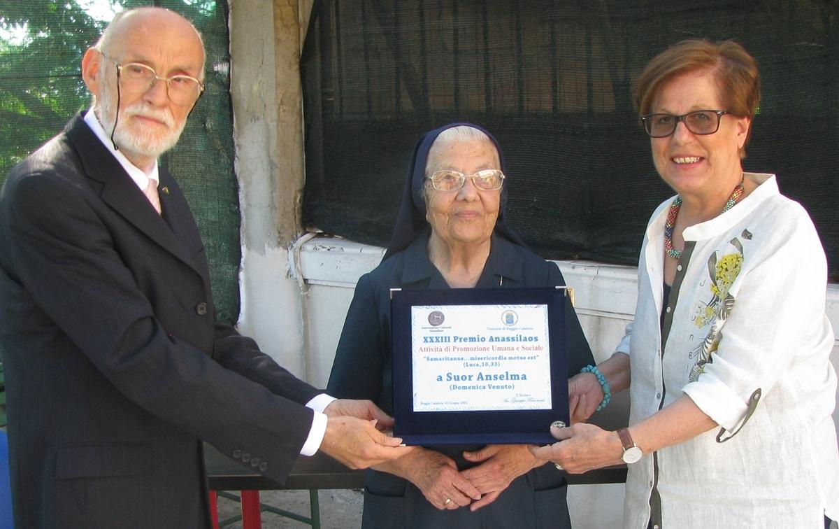 Premio Anassilaos a suor Anselma, una vita per il prossimo