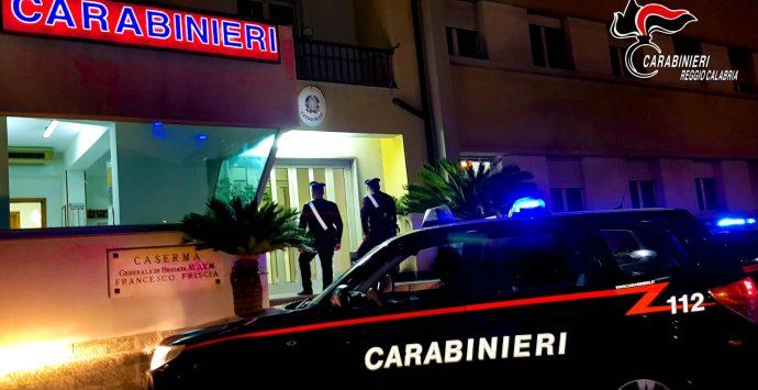 Bianco, extracomunitario armato di coltello aggredisce i carabinieri: arrestato