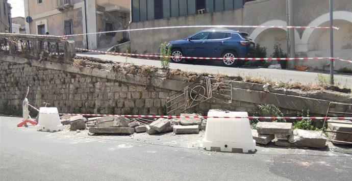 A Melito Porto Salvo crolla una porzione di muro in sopraelevazione del muro di sostegno