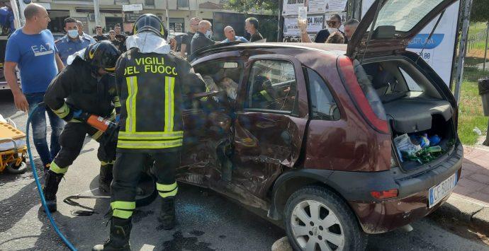 Scontro tra auto e SUV, ferita una donna a Bovalino