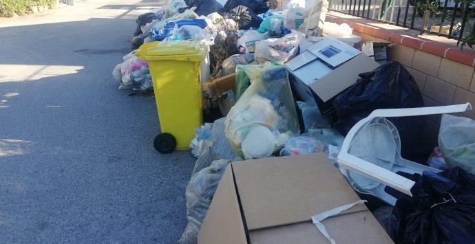 Emergenza rifiuti, arriva la nuova società di raccolta