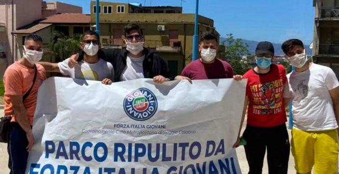 Piazza della Consegna, ripulita e risistemata dai giovani di Forza Italia